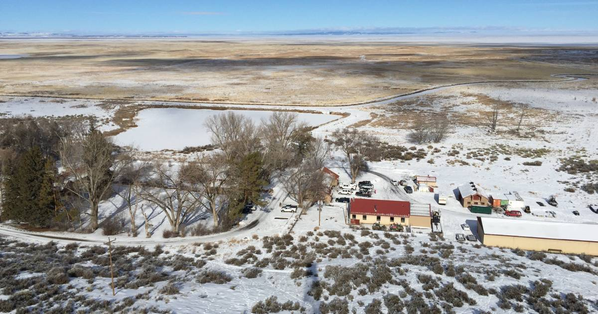 FBI Surrounds Remaining Protesters Occupying Oregon Refuge