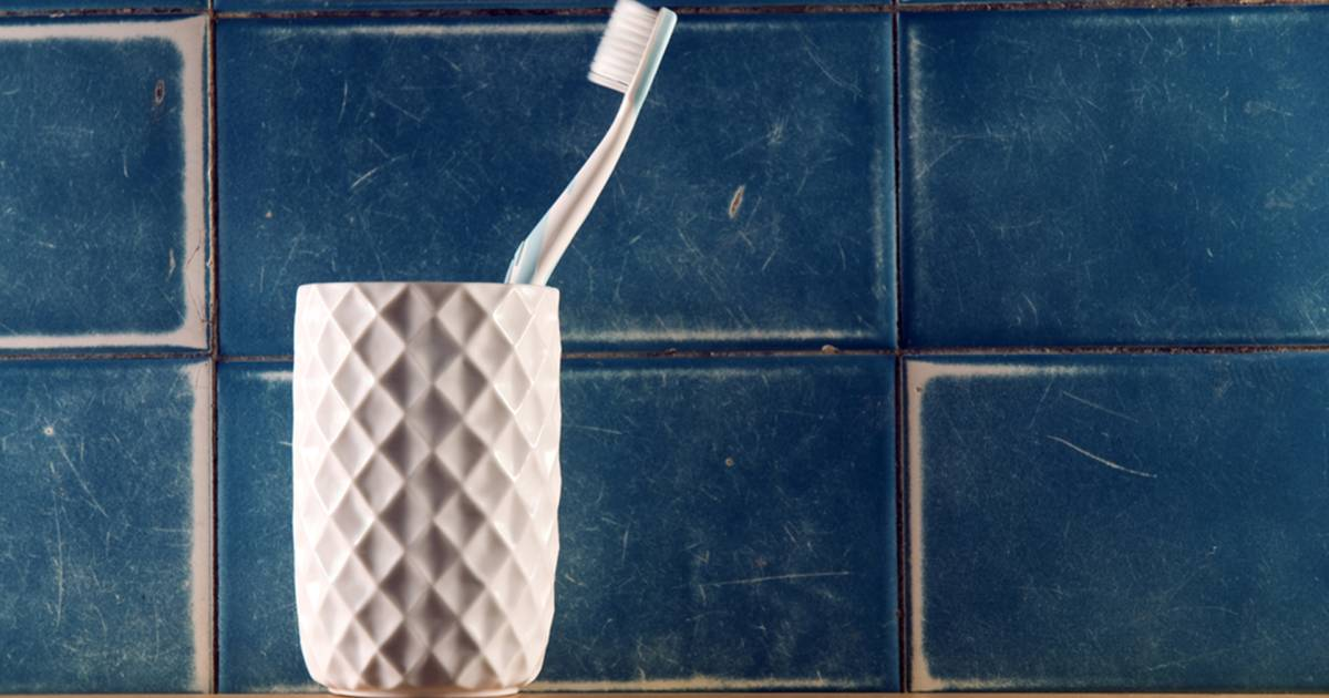 how to keep toothbrush holder clean