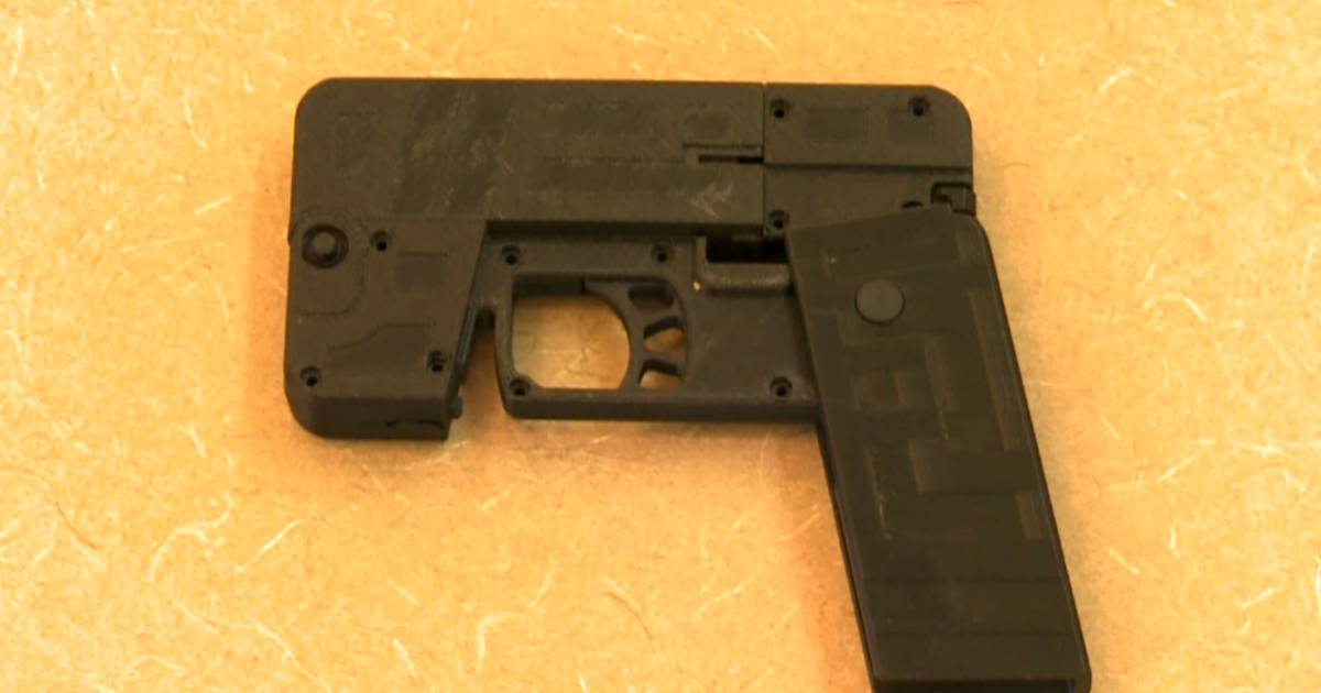 Company Invents Gun That Folds Up to Look Like a Cellphone