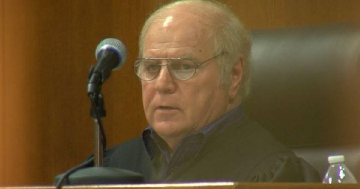 arkansas judge resigns after thousands of nude photos of
