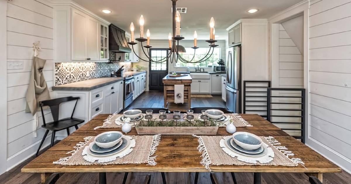 39 fixer upper 39 barn home for rent. Black Bedroom Furniture Sets. Home Design Ideas