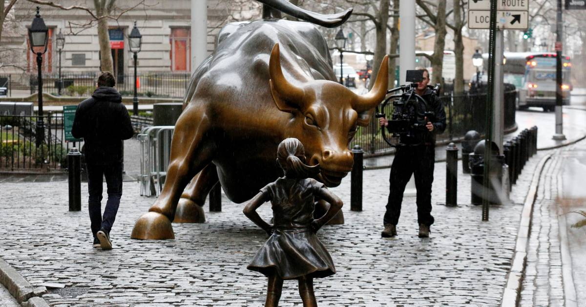 Little Girl Statue Stands Up to Iconic Wall Street Bull (and Masculinity)