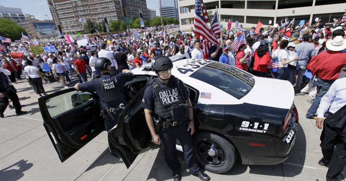 Cops Resist Texas Push to Join Immigration Crackdown