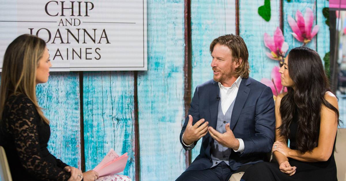 39 Fixer Upper 39 Hosts Chip And Joanna Gaines On Marriage Rumors