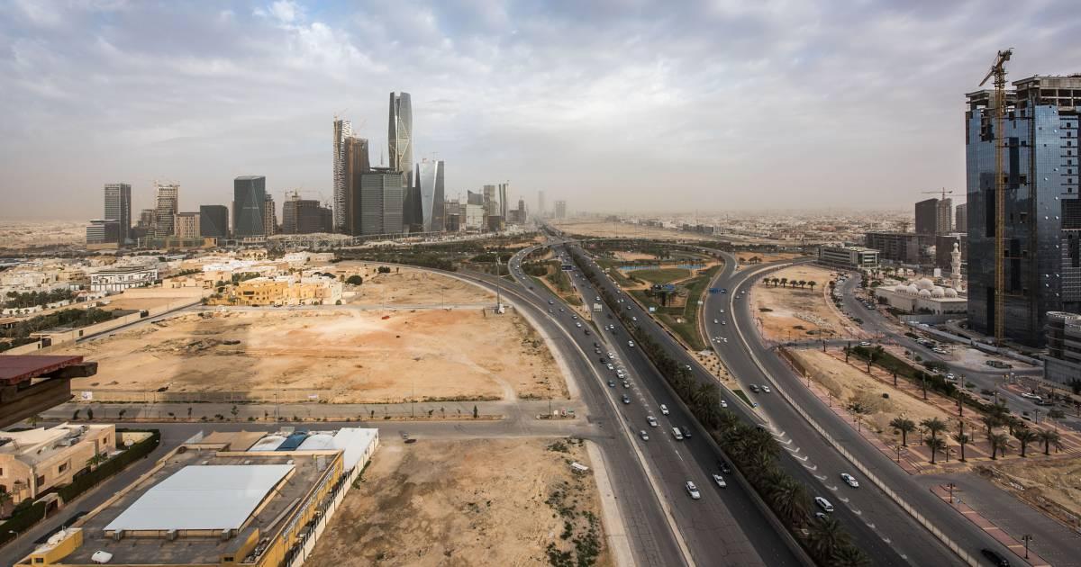 saudi arabia says it intercepted missile from yemen aimed