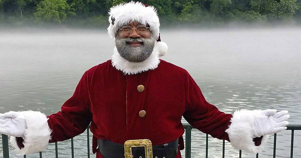Mall of America's first black Santa explains the importance of a Santa of color