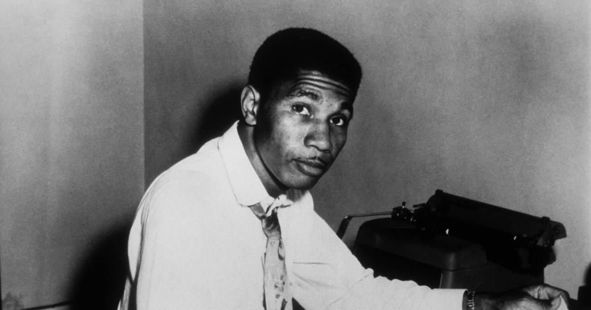 medgar evers essay Hate crimes medgar evers medgar evers was born july 2, 1925 in decatur mississippi where he also grew up in 1943, evers enlisted in the us army and served 3 years and fought in both france and germany in world war ii.