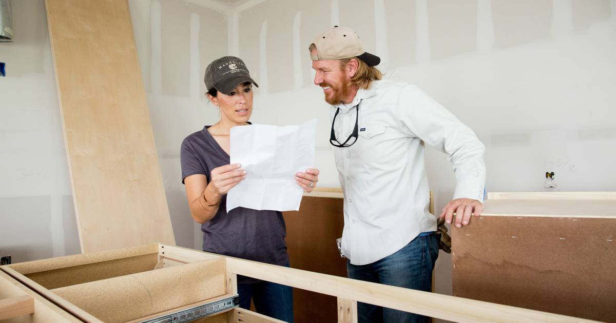 chip and joanna gaines has a new show 39 fixer upper behind the design 39. Black Bedroom Furniture Sets. Home Design Ideas