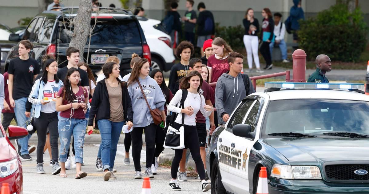 Parkland Students Return Njs Marjory Stoneman Douglas  Clear Backpacks