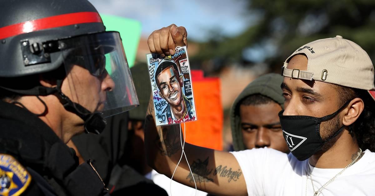Why did Sacramento officers who shot Stephon Clark mute ... Stephon Clark