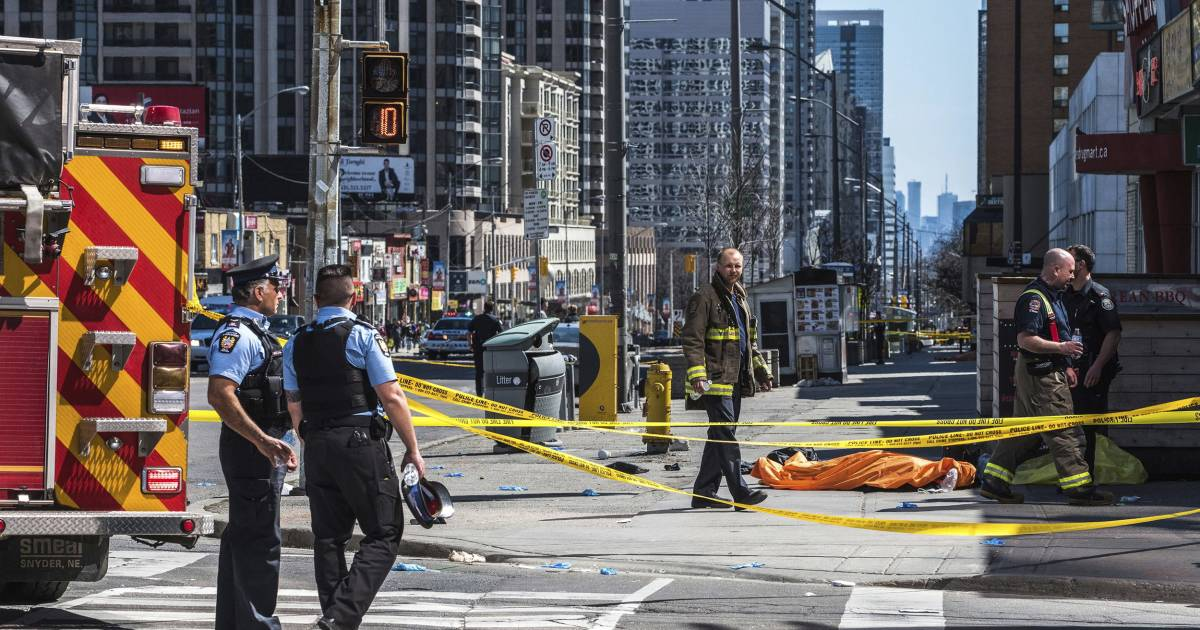 toronto officer who held his fire after van attack says he. Black Bedroom Furniture Sets. Home Design Ideas