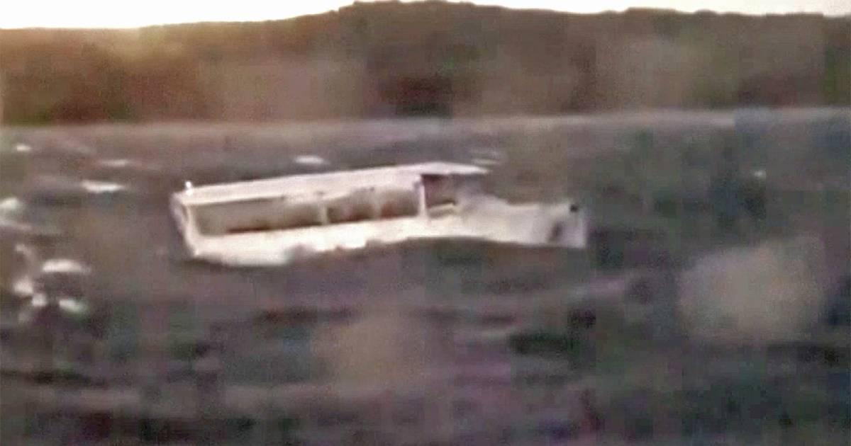 Duck Boat Capsizes Near Branson Missouri At Least 17 Killed