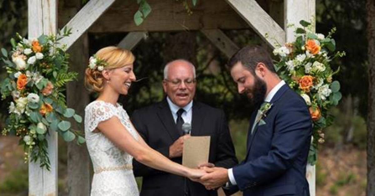 Dog hilariously photobombs couple's wedding photo