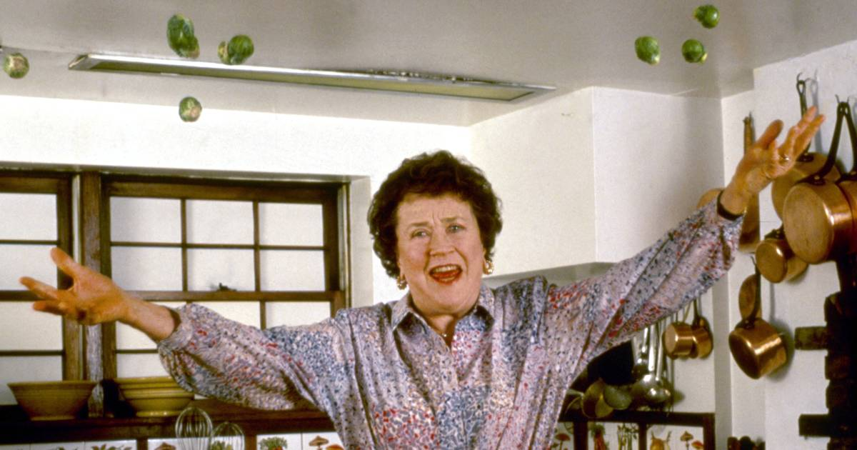 Celebrate julia child 39 s birthday with cooking classes and for Julia child cooking school