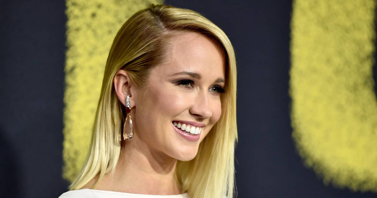 Anna Camp's hair is brown now