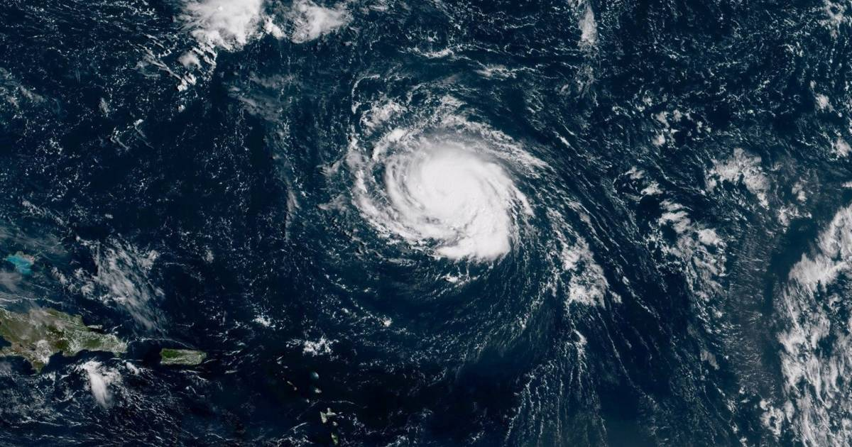 In an unusual twist, active hurricanes befall Atlantic, Pacific simultaneously