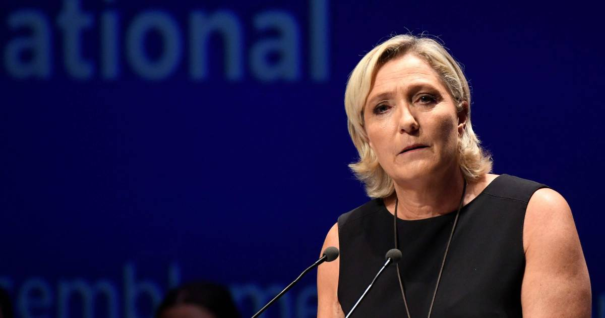 Marine Le Pen Ordered To Submit To Psychiatric Evaluation Over Islamic State Execution Tweets