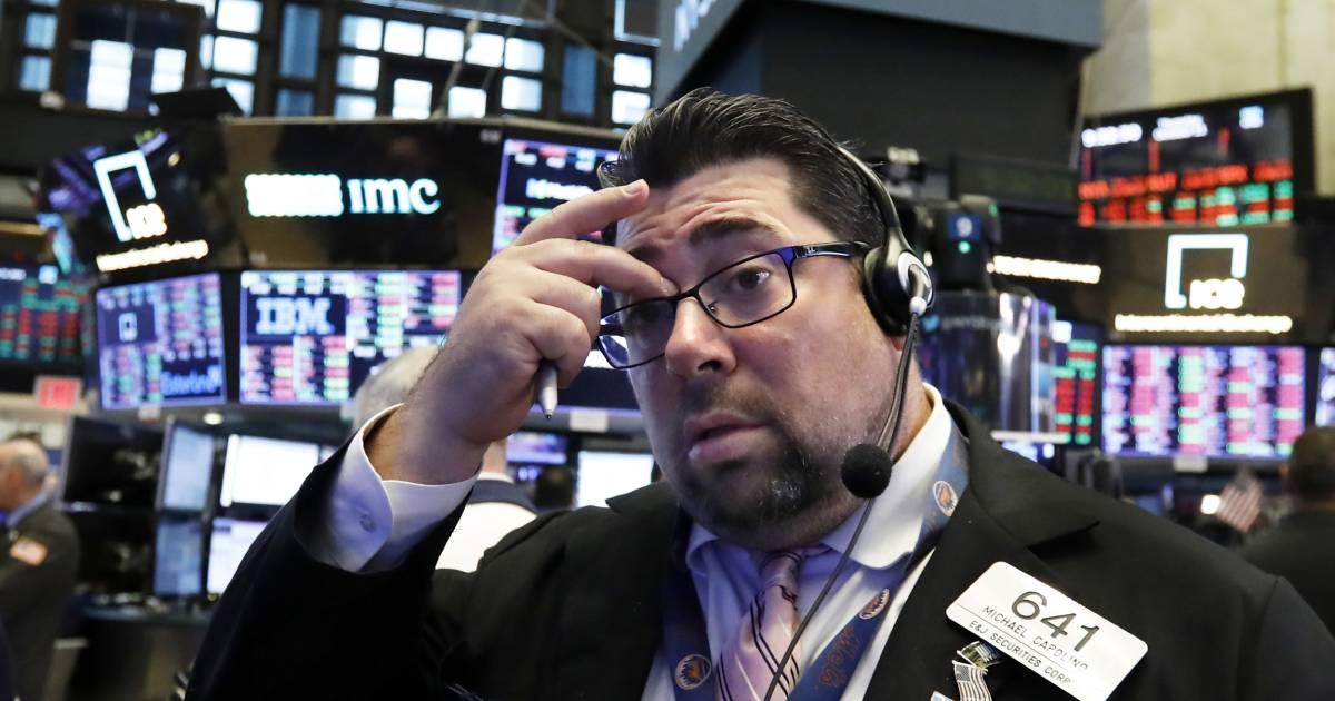 Dow Jones plummets for second straight day, Nasdaq flirts with correction