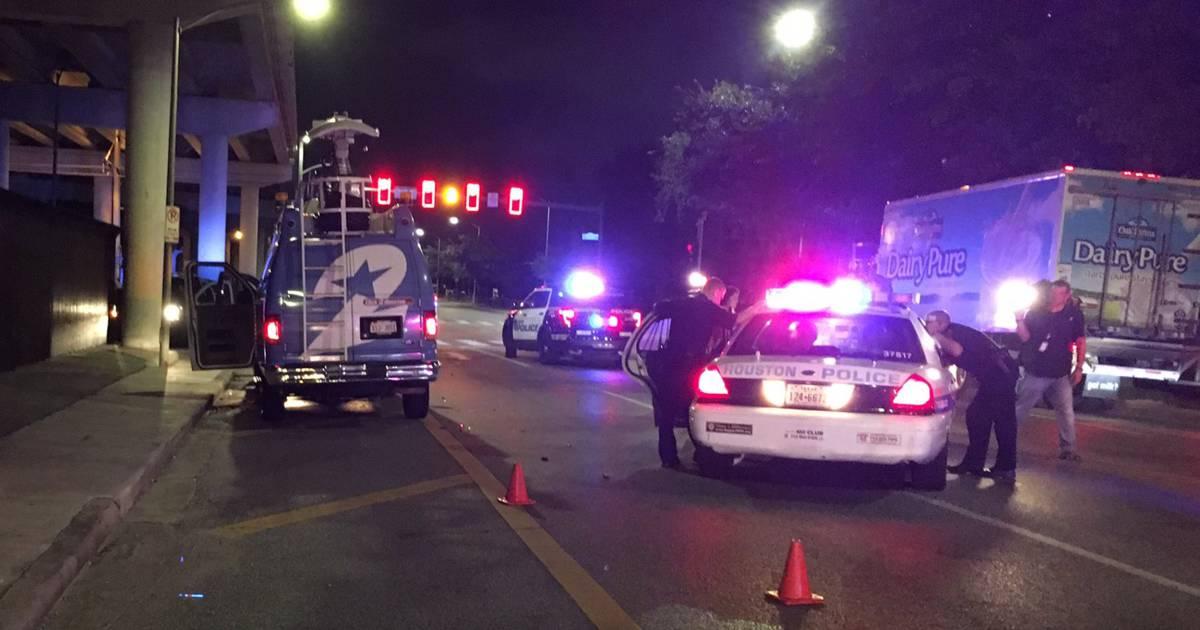 Man tries to carjack Houston news van then steals police car
