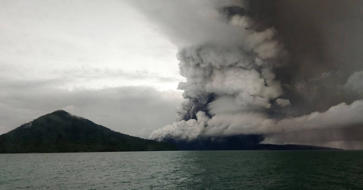 indonesia on high alert for new tsunami as volcano rumbles
