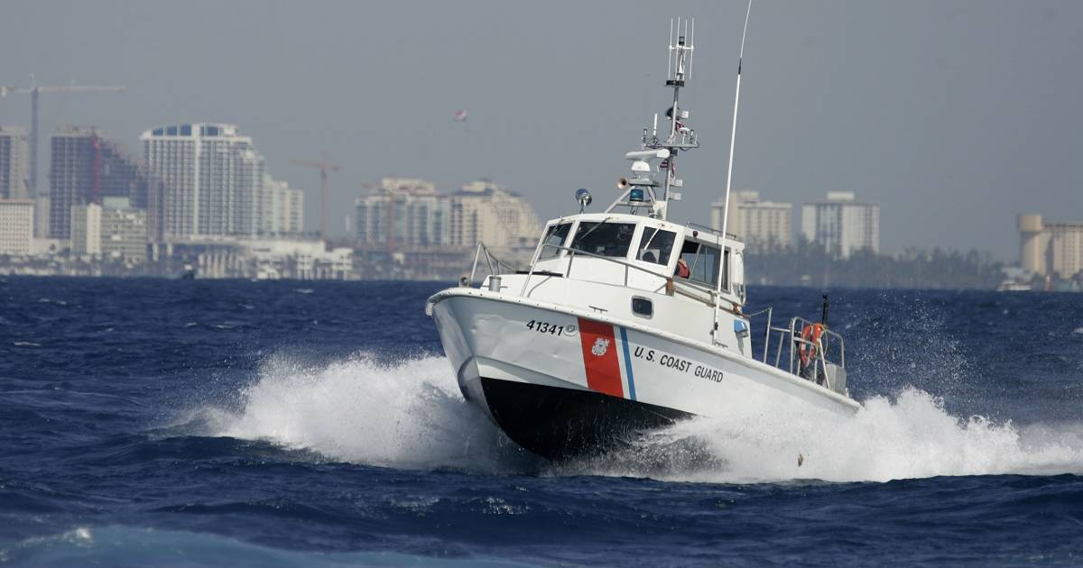 coast guard members will get one time paycheck on new year s eve