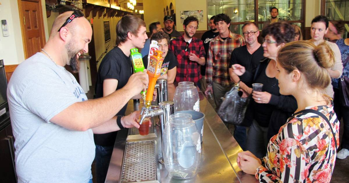 No cheers gov 39 t shutdown hurting craft beer makers for Craft stores in milwaukee