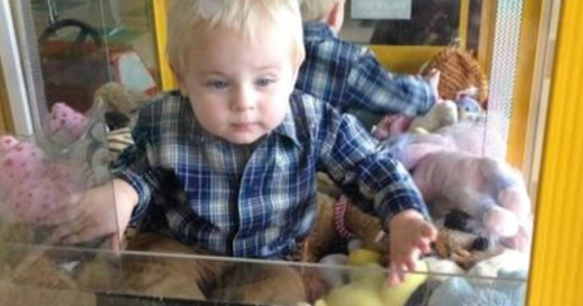 Toddler rescued after being caught inside claw toy machine