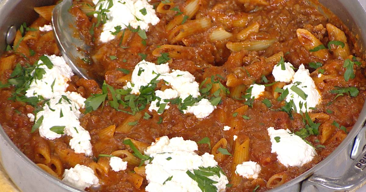 Make dump dinners! Cook this easy deep dish pizza and skillet lasagna