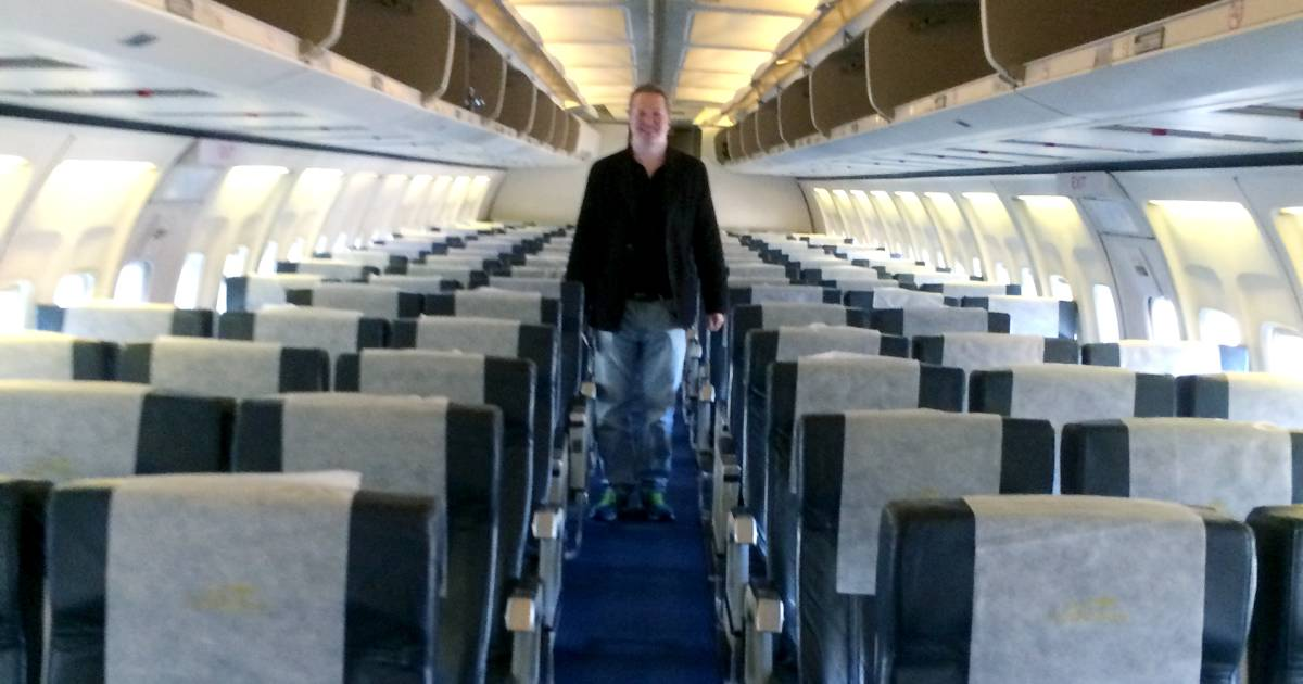 Nigel Short on being the only passenger on a 737 flight: 'I stayed in economy'