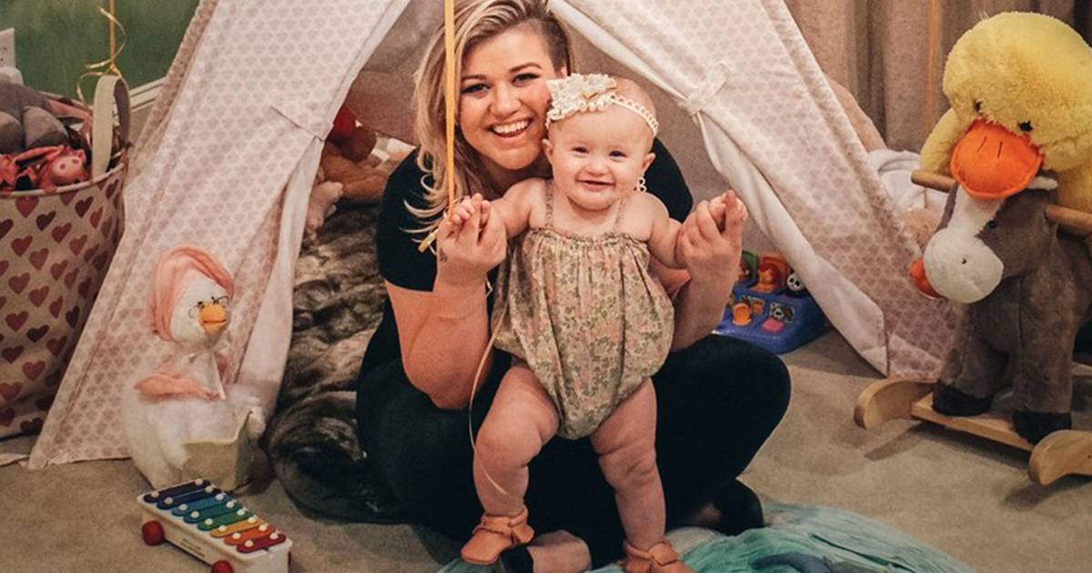 Kelly Clarkson writing children's book about daughter ...