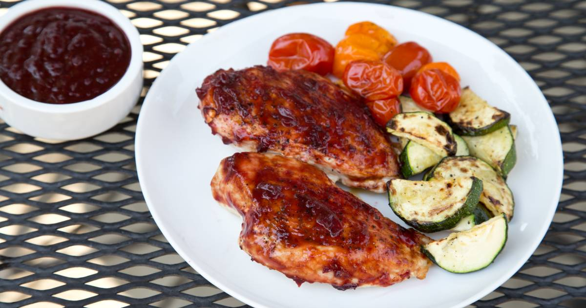 3 healthy (and super delicious) marinades and BBQ sauces for a clean cookout