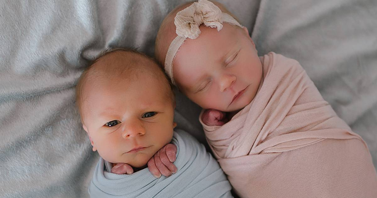 Twin photo shoot helps family remember baby who died