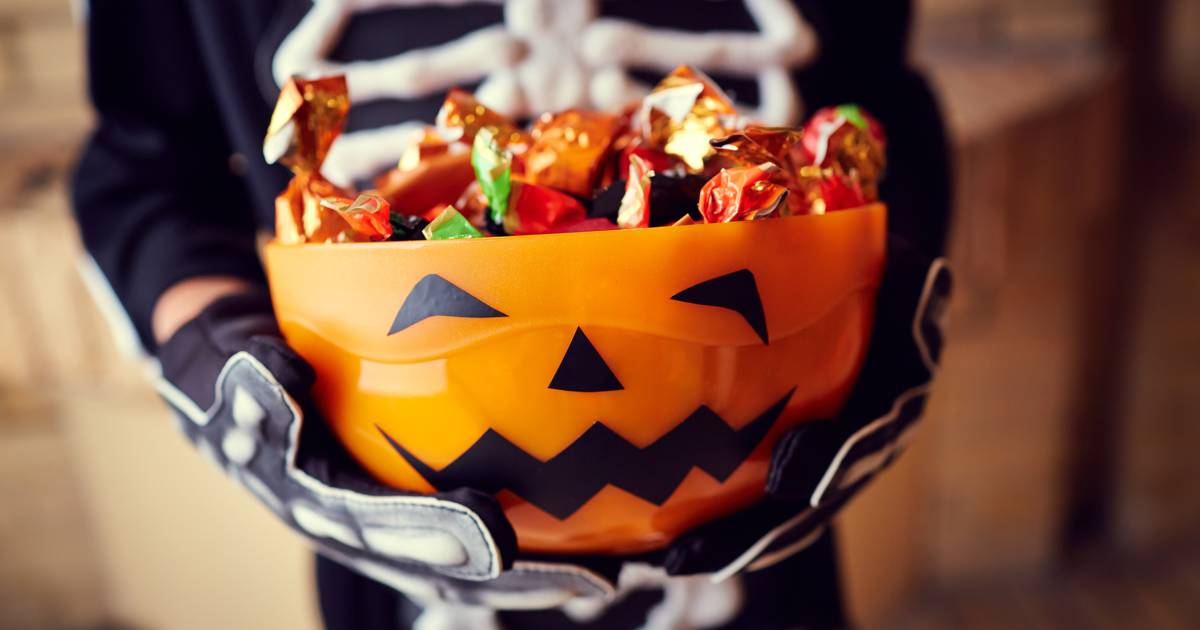 Siri Daly transforms leftover Halloween candy into the cutest blondies and banana pops