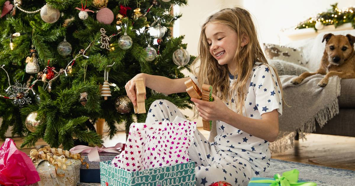 Best gifts and toys for 8-year-olds, according to development experts