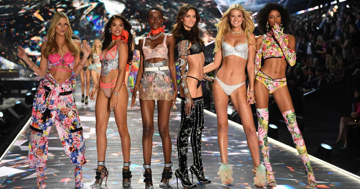 See Photos With 2018 Photos: See The Victoria's Secret Fashion Show 2018 Looks From The
