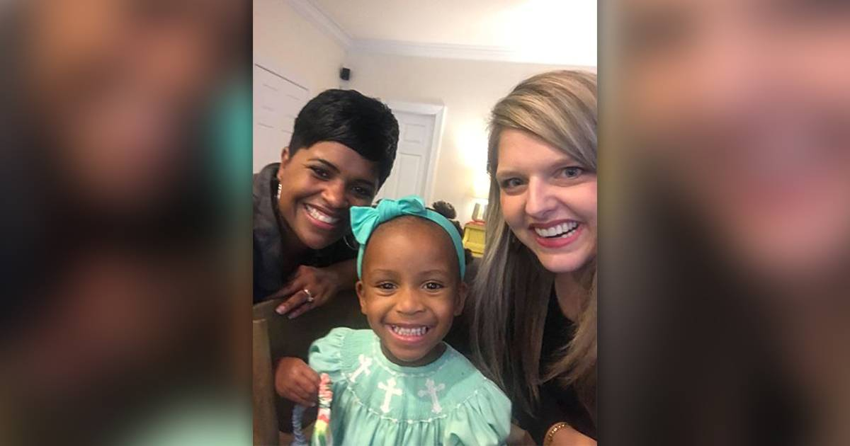 Mom thanks stranger who taught her how to style her black daughter's hair
