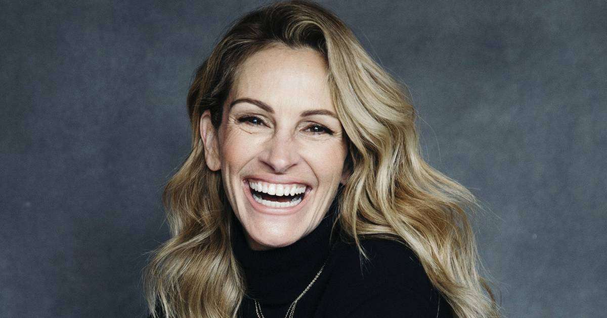 Julia Roberts first learned she was famous during an awkward bathroom encounter