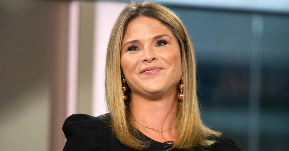 Jenna Bush Hager's Christmas card features her daughters' sweet and silly sides