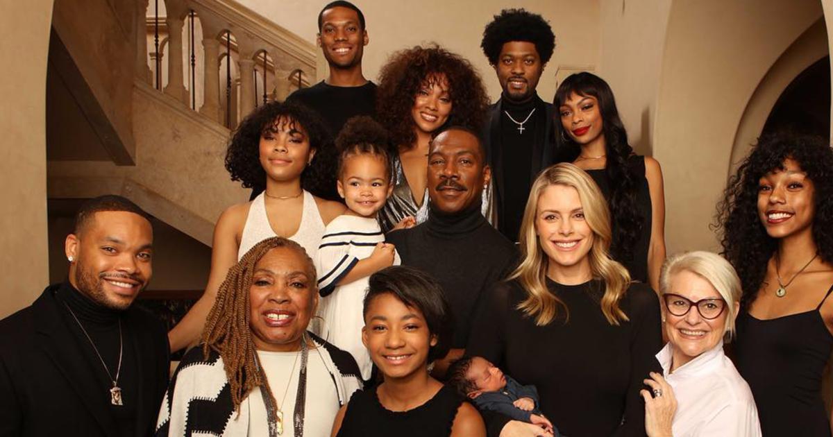 Eddie Murphy poses for rare photo with all 10 of his children