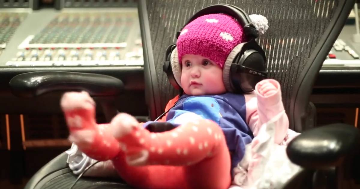 Kelly Clarkson Debuts New Hearbeat Song With Help Of