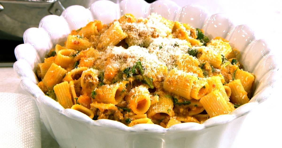 5 simple ingredients: Make Giada's easy rigatoni with squash and sausage