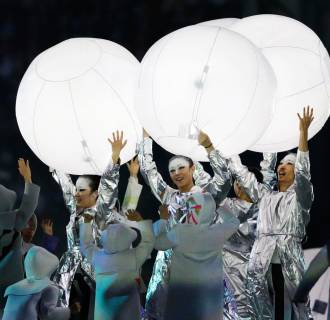 perform during the closing ceremony of the 2014 Winter Olympics