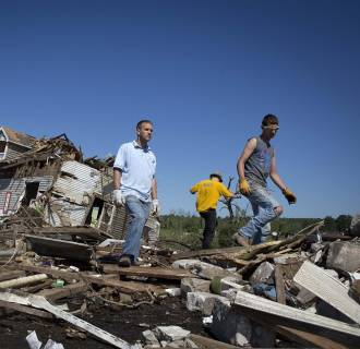 Image: Volunteers pick up debris as the clean up continues in Vilonia, Arkansas
