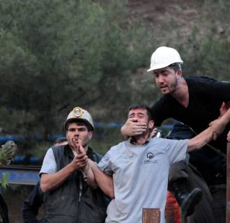 Image: Relatives of the trapped miners