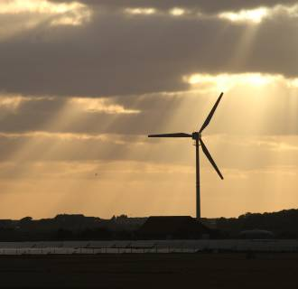 Image: Sun rays hit a wind and a solar hybrid parc on the Pellworm island, northern Germany
