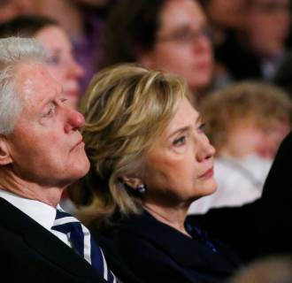 Image: Former U.S. president Bill Clinton and former U.S. Secretary of State Hillary Clinto
