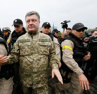 Image: Ukrainian President Petro Poroshenko makes his way during a meeting with local residents in the eastern Ukrainian town of Slaviansk