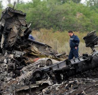 Image: Searchers look through the site of the crash of a Malaysian airliner carrying 298 people from Amsterdam to Kuala Lumpur, near the town of Shaktarsk, in rebel-held east Ukraine. IA