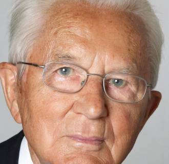 Karl Albrecht, who co-founded Germany's discount supermarket chain Aldi, with his brother Theo, has died at the age of 94.