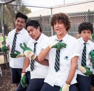 Chris Lilley (center) stars as Jonah Takalua